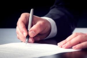 Der Antrag auf Insolvenzeröffnung setzt das Eröffnungsverfahren in Gang.
