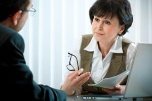 Eine Anwältin oder ein Anwalt können eine Schuldnerberatung durchführen.