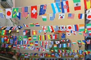 Auswandern für ein Insolvenzverfahren im Ausland kann sich mitunter lohnen, wenn die Schulden dadurch früher weg sind.