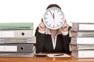 Die Dauer einer Firmeninsolvenz hängt u. a. von Größe und Struktur des Unternehmens ab.