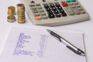 Dispo-Schulden abbauen - aber wie? Verschaffen Sie sich zunächst einen Überblick über Ihre finanzielle Situation.