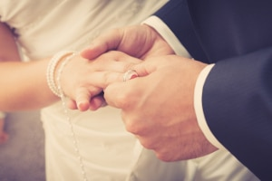 Der Ehering unterliegt nicht der Zwangsvollstreckung in bewegliches Vermögen.