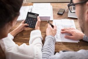 Bei der Vermögensauskunft müssen Sie die eidesstattliche Erklärung abgeben, dass Ihre Angaben richtig und vollständig sind.