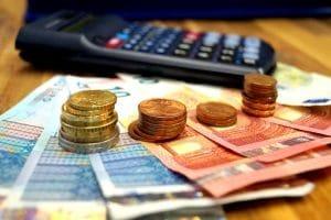 Das Einkommen ist während der Privatinsolvenz auf den Freibetrag beschränkt.