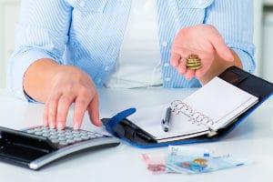 Erben müssen während der Insolvenz die Hälfte der Erbschaft herausgeben, wenn sie sich in der Wohlverhaltensphase befinden.