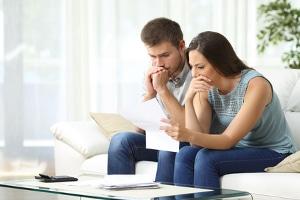 Unangenehme Folgen von Schulden drohen, wenn das Schreiben von einem Inkassounternehmen ins Haus flattert.