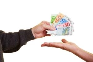 In einem Forderungsvertrag werden laut Definition Regelungen zum Verkauf einer Forderung festgehalten.