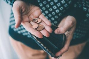 Bei Gehaltspfändung bekommen Schuldner nur noch den unpfändbaren Lohnanteil ausbezahlt.