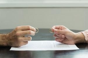 Für gemeinsame Schulden nach einer Trennung haften beide Partner in der Regel zu gleichen Teilen.