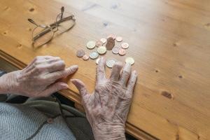 Senioren, die lange gearbeitet, aber wenig verdient haben, sollen Grundrente anstelle der Grundsicherung erhalten.