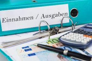 Nicht nur bei Hartz 4: Die wichtigsten Spartipps empfehlen das Führen eines Haushaltsbuchs über Einnahmen und Ausnahmen.