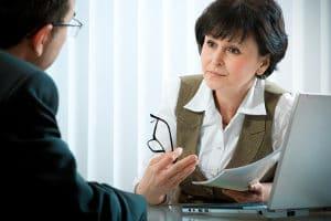 Hilfe bei einem Insolvenzantrag erhalten Sie bei einer Schuldnerberatung oder einem Rechtsanwalt.