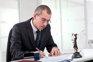 Laut § 56 InsO darf nur eine unabhängige, geschäftskundige Person als Insolvenzverwalter bestellt werden.