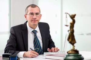 Wurde die Insolvenz eröffnet, fordert der Insolvenzverwalter die Gläubiger auf, ihre Forderungen anzumelden.