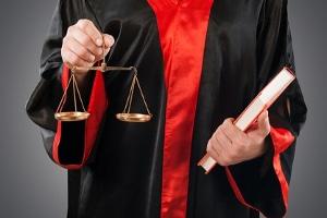 Ob bei einer Insolvenz die Restschuldbefreiung schon nach 3 Jahren erteilt werden kann, entscheidet ein Gericht.
