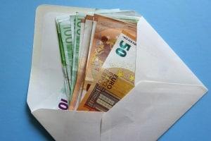 Insolvenzgeld: Wenn das Unternehmen die Löhne nicht mehr zahlen kann, dient es dem Arbeitnehmer als Ersatz.