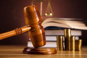 Die Insolvenzordnung regelt u. a. auch die Aufgaben von Insolvenzgericht und Insolvenzverwalter.