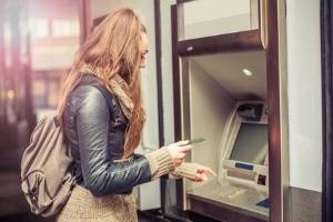 Kontopfänung: Wann geht das Geld an den Gläubiger? Nach dem Erlass des PfÜB ist das der Fall.
