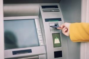 Bei einer Kontosperrung sind keine Auszahlungen am Automaten mehr möglich.