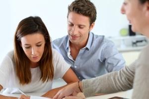 Benötigen Sie einen Kredit nach der Privatinsolvenz, kann oft ein Bürge helfen.