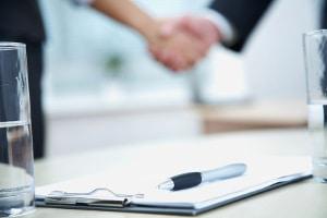 Ein Kredit kann trotz Privatinsolvenz mit einem Bürgen möglich sein.
