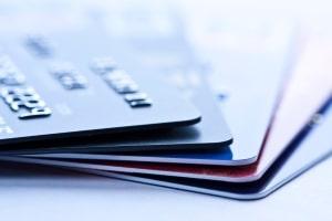 Zu viele Kreditkarten? Das kann in Kreditunwürdigkeit resultieren.