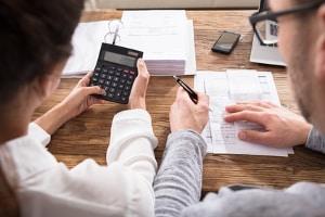 Eine Online-Schuldnerberatung ist in der Regel nur dazu da, um einen ersten Kontakt herzustellen und ersetzt nicht das persönliche Gespräch.