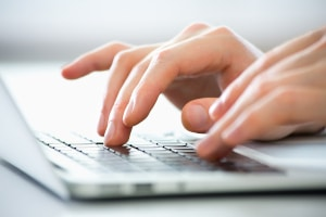Bei einigen Anwälten können Sie die P-Konto-Bescheinigung online beantragen.