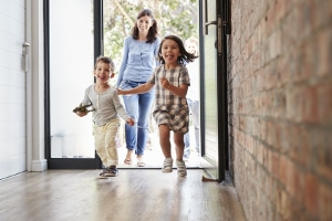 Wie verschiebt sich die Pfändungsfreigrenze, wenn Sie verheiratet sind und 2 Kinder haben?