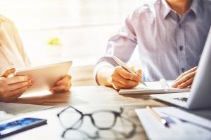 Sie haben Fragen, die über die Nutzung vom Pfändungsrechner hinausgehen? Eine Schuldnerberatung unterstützt Sie bei Fragen zu Schulden und Insolvenz.