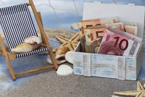 Pfändungsrechner: Zuerst werden Urlaubsgeld, Weihnachtsgeld und andere unpfändbare Bezüge vom Bruttoeinkommen abgezogen.