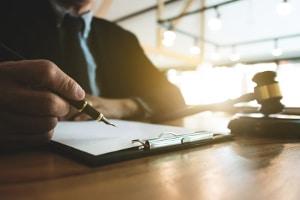 Bei der Privatinsolvenz erfolgt eine Bekanntmachung, sobald der Eröffnungsbeschluss ergeht.