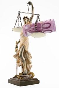 Bei einer Privatinsolvenz entstehen Gerichtskosten in Form gerichtlicher Gebühren und Auslagen.