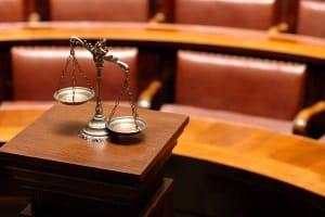 Bei der Privatinsolvenz werden Verfahrenskosten vor Gericht fällig.