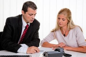 Gemeinsam mit Ihnen prüft der Rechtsanwalt, ob Insolvenz beantragt werden muss.