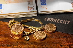 Hinterbliebene können nicht nur ein Vermögen, sondern auch Schulden erben.