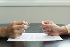 Haften beide Ehegatten während der Privatinsolvenz gleichermaßen für Schulden in der Ehe?