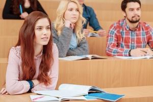 Schulden im Studium: Studenten haben für ein Studium häufig kein Geld und müssen einen Kredit aufnehmen.