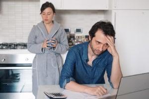 Wer Schulden hat und arbeitslos ist, sollte eine professionelle Beratung aufsuchen.