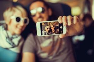 Schuldenfalle: Jugendliche in Deutschland sind vor allem durch Handyverträge gefährdet.