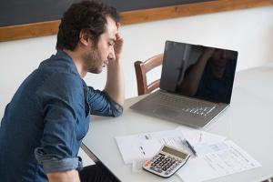Viele wenden sich an eine Schuldenhilfe, wenn ein Kredit nicht mehr abgezahlt werden kann.