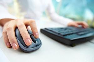 Der Gläubiger kann im Internet selbst nach Informationen zum Schuldner suchen.