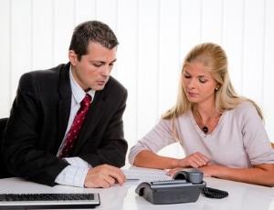 Viele Personen fragen sich vor der Schuldnerberatung, welcher Ablauf zu erwarten ist.