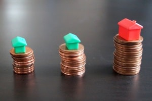 Schuldnerberatung: Eine der Voraussetzungen ist, laufende Kosten wie die Miete nicht mehr selbst decken zu können.