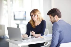 Schuldnerberatung online: Erfahrungen von anderen Schuldnern können Ihnen bei der Suche nach einer Beratungsstelle helfen.