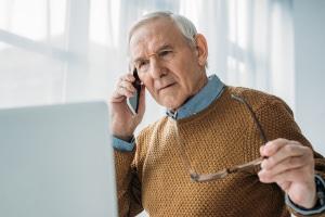 Kontaktieren der Beratungsstelle via Telefon: Eine Schuldnerberatung, die telefonisch stattfindet, ist kostenlos.
