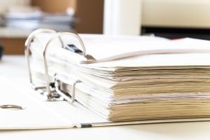Schuldnerberatung - Tipps: Ordnen Sie Unterlagen, die in Zusammenhang mit den Gläubigern stehen.