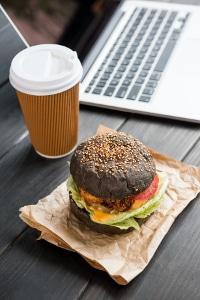 Spartipps für den Alltag: Selbstgemachtes Frühstück ist viel preiswerter als Coffee to go & Co.
