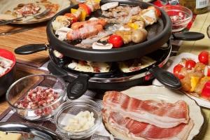 Spartipps für Studenten: Gemeinsam mit Freunden zu kochen, ist weitaus preiswerter als Essen zu gehen.