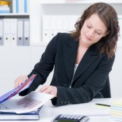 Die Verletzung der Buchführungspflicht ist gemäß § 283 b StGB eine Straftat bezüglich der Insolvenz.